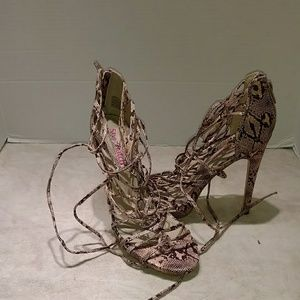 People stylewatch for justfab heels. Size 7.5